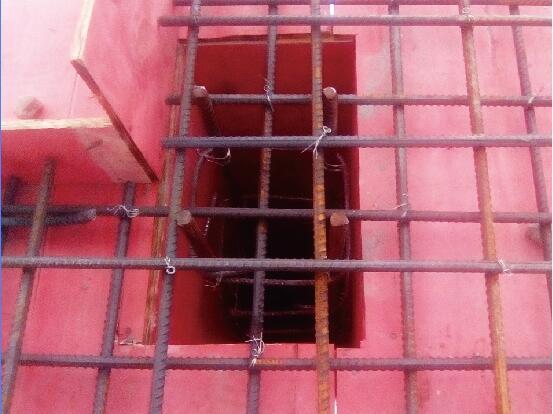 浇筑混凝土大梁和柱